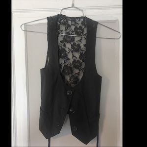 Red fox small black vest with lace